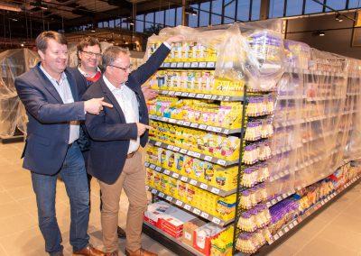 vl. Carsten Niemann, Heike Rosenhagen, Frank Leibelt begutachten die Produkte von Pickerd, ebenfalls Mitglied der WIB